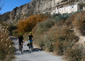 Cycling the Galera river valley, towards Baza. Photo: Alex Rodier/EntreTierras