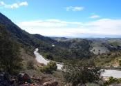 El camino por la Sierra de las Estancias nos permite descubrir un paisaje cambiante entre el valle de almendros y olivos y las laderas de alcornocales. Día 6. Autor: Alex Rodier