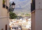 Las estrechas calles del pueblo medieval de Aledo ofrecen magníficas vistas de Sierra Espuña. Día 3.